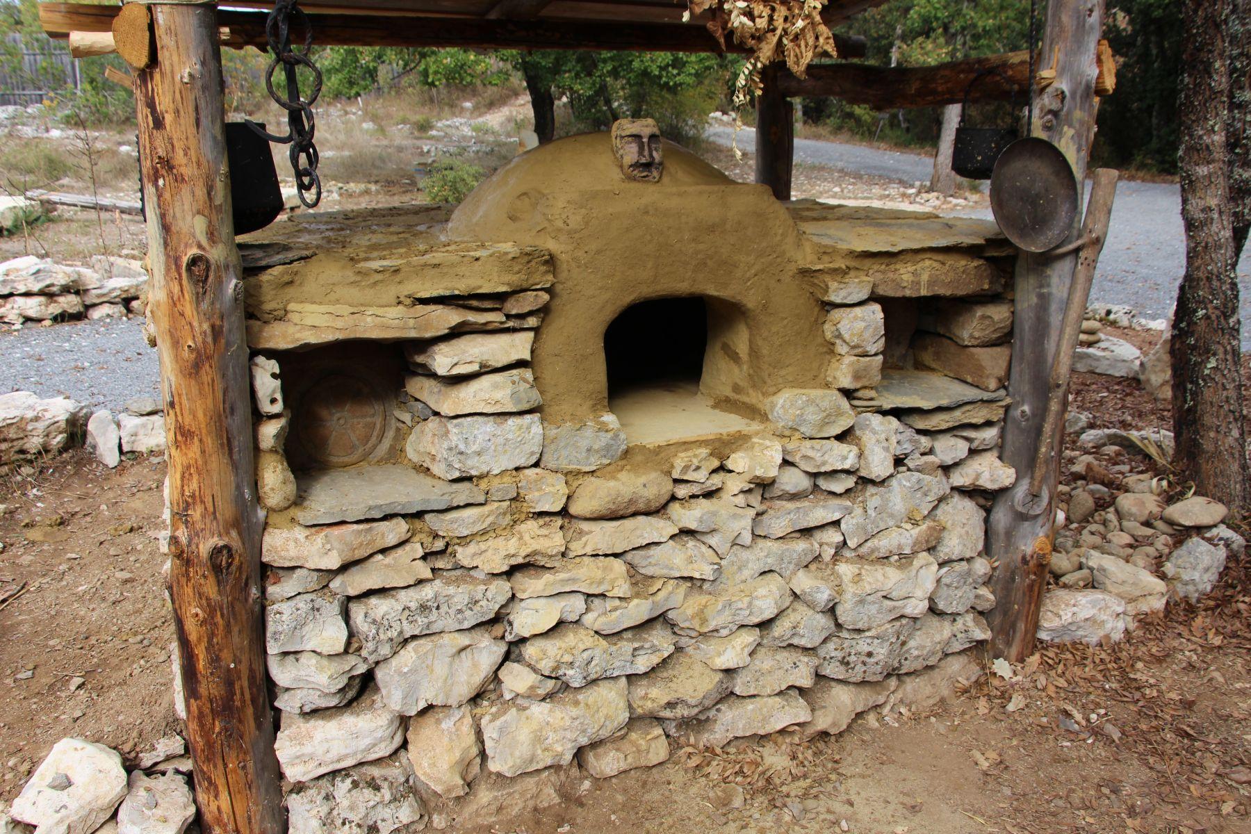 Randa Ardesca Archéosite d'Ardèche - Four à pain opérationnel